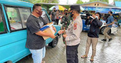Kapolda Gorontalo Salurkan Bantuan Tuk Warga Terdampak PPKM